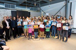 Des jeunes provenant de 8 régions ont participé à la remise de prix de la sixième édition du concours de dessins Mon fleuve et moi organisé par la Fondation Monique-Fitz-Back. Crédit photo : Voltaic photographie S.E.N.C